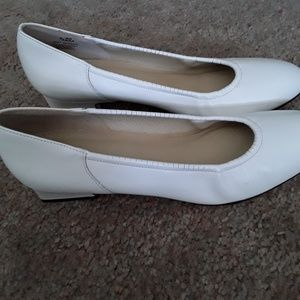 Naturalizer Shoes - Naturalizer white pump heels size 9AA